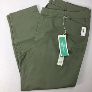 Old Navy Women's Pixie Chino Pants Olive green 18